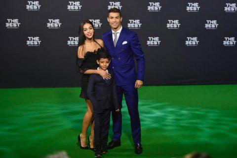 Ronaldo sắp được đoàn tụ với con