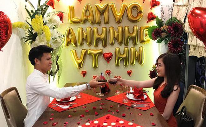 Tuyển thủ U23 Việt Nam có màn cầu hôn lãng mạn như phim Hàn