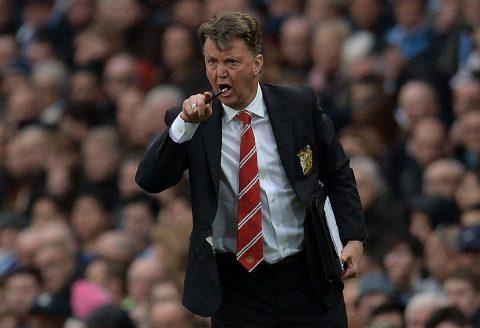 """Bị nhắc lại """"kỷ niệm"""" thời dẫn dắt Man Utd, Louis van Gaal nổi điên"""