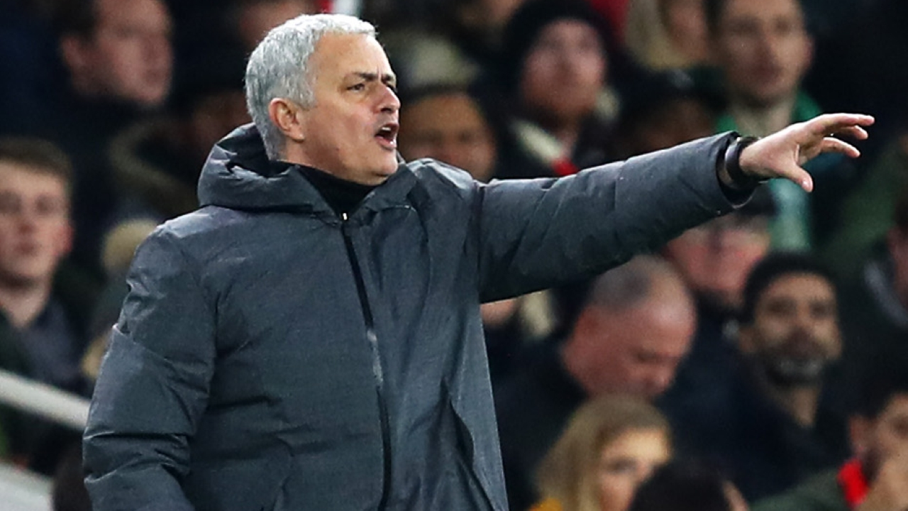 Mourinho cầu cứu tới Người Hâm Mộ