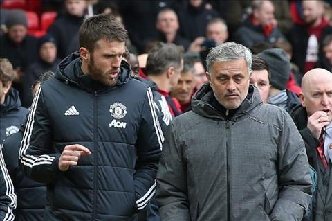 Carrick đề xuất người cho Mourinho
