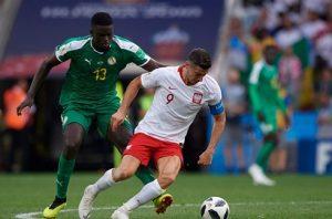 Lewandowski trách đội sau trận thua của Ba Lan