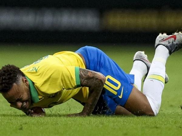 Neymar dính nghi án hiếp dâm làm giảm giá trị chuyển nhượng