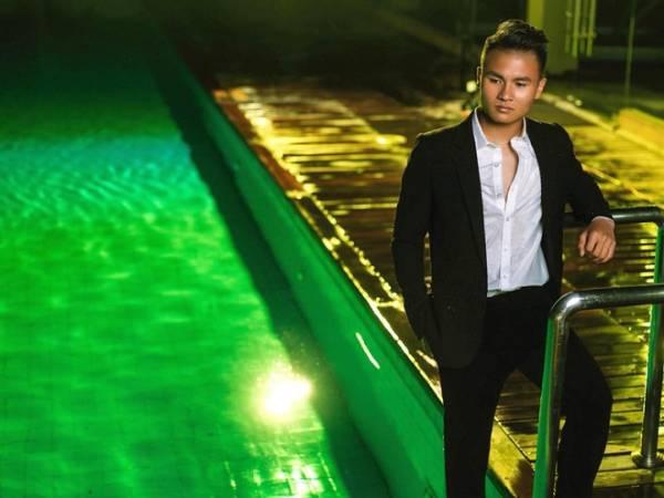 Hình ảnh Quang Hải đẹp -Khoác trên mình bộ vest khiến Quang Hải trông chững chạc và đầy quyến rũ