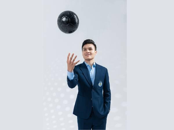 Hình ảnh Quang Hải đẹp -Với bộ vest xanh, trong anh lịch lãm, trẻ trung hơn