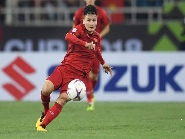Hình ảnh Quang Hải trên sân bóng luôn cháy hết mình cùng quả bóng tròn