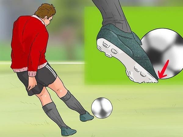 Tìm hiểu về kỹ thuật, cách sút bóng bằng mu bàn chân