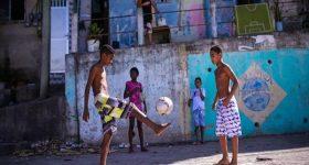 Đá bóng đường phố, là thể thao hay là nghệ thuật?