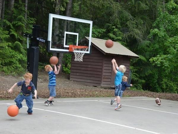Tìm hiểu kích thước sân bóng rổ cho trẻ em là bao nhiêu?