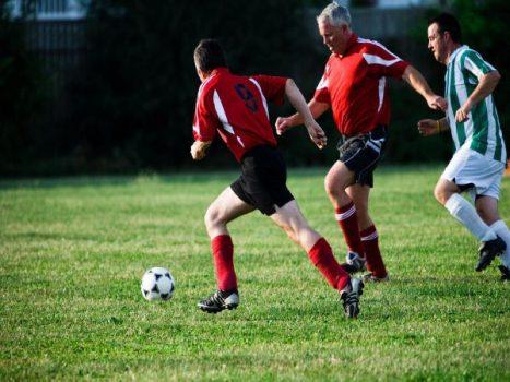 Đá bóng có giảm cân không – Cách giảm cân nhờ chơi bóng đá